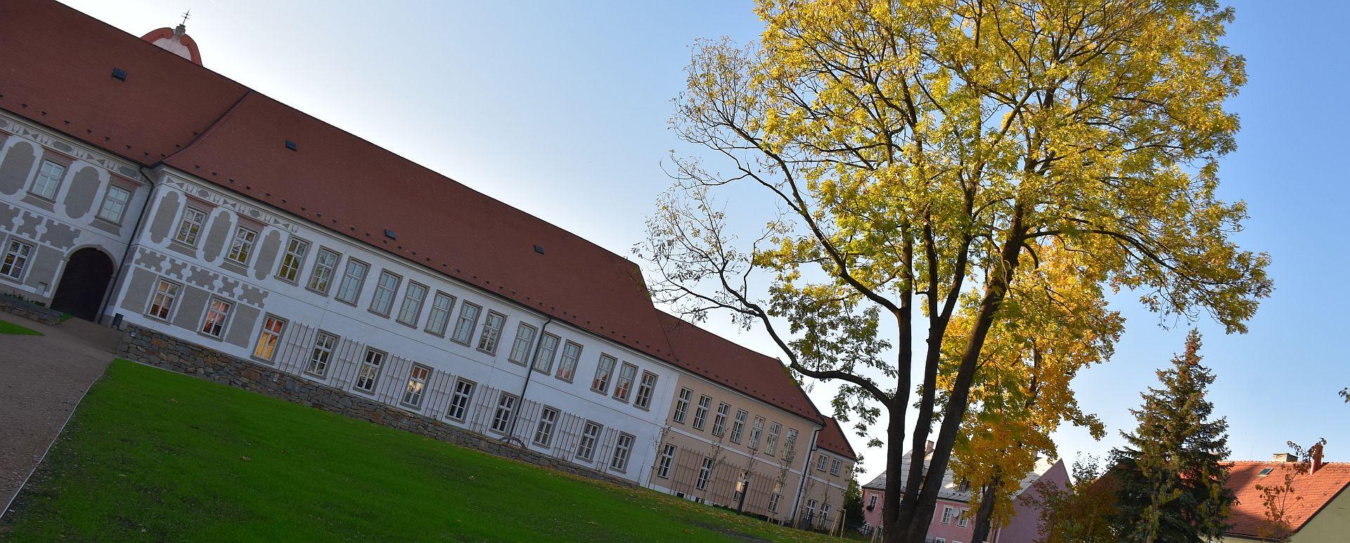 Piaristické zahrady a klášter