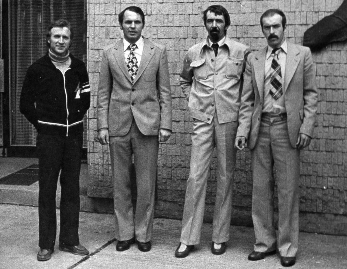 Zakládající členové archeologického kroužku. Zleva doprava Pavel Rýc, Jan Diviš, Jiří Fryč, Štefan Híreš. Foto 1980.