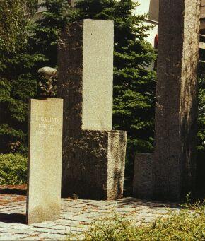 Pomník Sigmunda Freuda od sochařů F. Navrátila a Z. Makovského