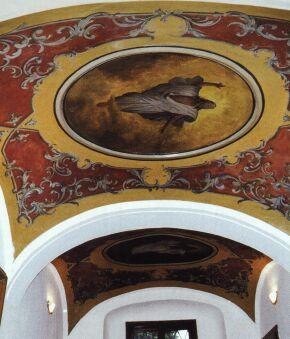 yto nástěnné malby na stropě sakristie kostela sv. Valentina zná málokdo.