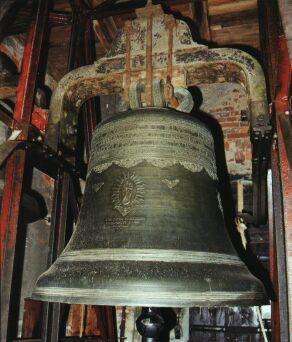 Věž farního kostela v sobě skrývá čtyři zvony.