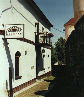 Budova dnešní vinárny Armanky byla první školou v Příboře.