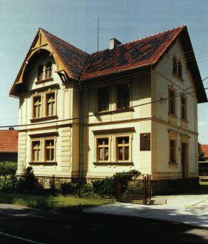 Deska na tomto domě je umístěna na paměť několikerého pobytu T.G.Masaryka.