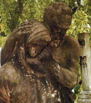 Na starém hřbitově je možno vidět díla příborského sochaře Františka Juráně.