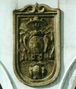 Na domě č.p. 6 se nachází znak kardinála Dietrichsteina a jím upravený znak města Příbora.Na domě č.p. 6 se nachází znak kardinála Dietrichsteina a jím upravený znak města Příbora.