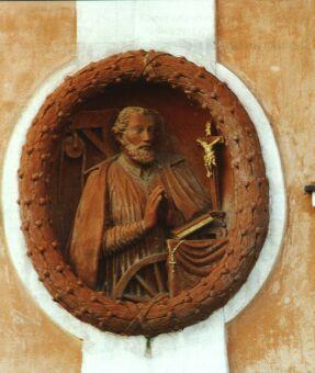 Reliéf na domě č.p. 41 připomíná, že zde v letech 1587-1590 žil sv. Jan Sarkander.Reliéf na domě č.p. 41 připomíná, že zde v letech 1587-1590 žil sv. Jan Sarkander.
